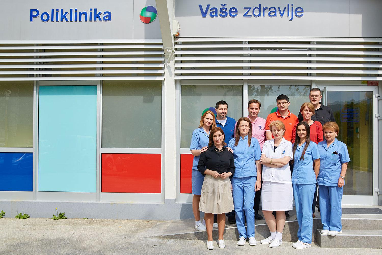 Doktori ispred Poliklinike Vaše zdravlje
